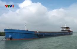 Bắt giữ tàu chở 2.000 tấn quặng không rõ nguồn gốc