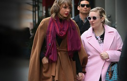 "Taylor Swift - Lena Dunham cực ""chất"" đi dạo phố"