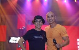 Thành Lộc run khi hát trong liveshow của Phan Đinh Tùng