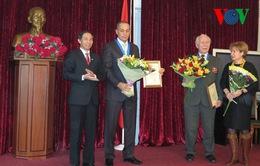 Trao danh hiệu Công dân danh dự Thủ đô cho hai công dân Nga
