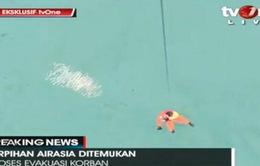 Phát hiện thi thể và mảnh vỡ máy bay QZ8501 trên biển