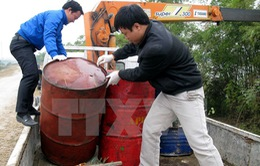 Điều tra vụ đổ trộm 11 thùng phuy chất lỏng có mùi dầu nhớt thải
