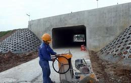 Thông hầm đường bộ dài 720m tuyến cao tốc Nội Bài-Lào Cai