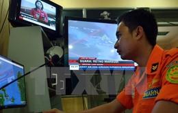 Indonesia tạm ngừng tìm kiếm máy bay AirAsia mất tích vì thời tiết xấu