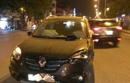 Hà Nội: Ôtô sang lấn làn, va chạm mạnh với xe biển xanh ở Nghi Tàm
