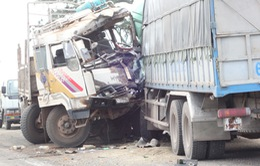 Hai xe tải tông nhau trên QL14, một tài xế tử vong tại chỗ