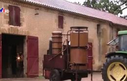 Độc đáo nghề chưng cất rượu di động truyền thống của Pháp