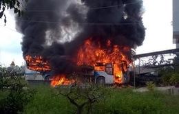 Bình Định: Xe khách giường nằm bất ngờ bốc cháy trên Quốc lộ 1