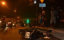 Xe cứu thương chạy ẩu đâm trực diện xe máy, 1 người nguy kịch