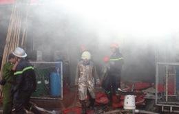 Lửa cháy dữ dội, thiêu rụi xưởng in hàng trăm mét vuông