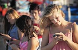 Mỹ: Chấn thương cổ do nhắn tin quá nhiều?