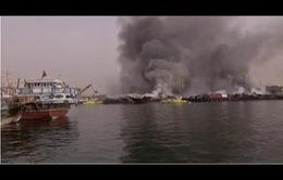 Cháy lớn trên các tàu buôn tại Dubai