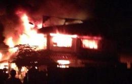 Đồng Tháp: Cháy lớn thiêu rụi hơn 10 ki-ốt chợ Tam Nông