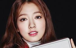 Park Shin Hye khoe eo thon dáng đẹp cùng túi xách hàng hiệu