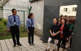 Trung Quốc cho quan chức... thử ngồi tù