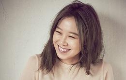 """Gong Hyo Jin cười """"thả ga"""" trên tạp chí Céci"""