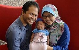 Bé gái châu Á đầu tiên sinh tự nhiên từ cấy ghép mô buồng trứng