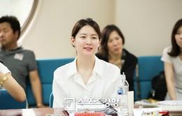 Lee Young Ae nổi bật giữa dàn diễn viên trong phim mới