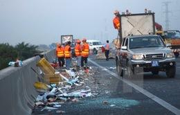 Tai nạn trên cao tốc TP.HCM - Trung Lương, hơn 10 người thoát chết