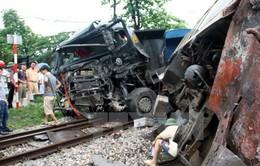 Quay đầu gần đường sắt, xe tải va tàu hỏa, 3 người thương vong