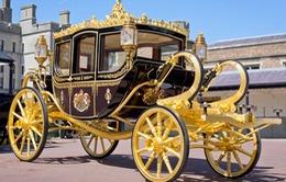 Lóa mắt với xe ngựa gắn vàng và kim cương của Nữ hoàng Anh