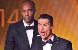 Henry ngán ngẩm nhìn Ronaldo nhận QBV FIFA 2014