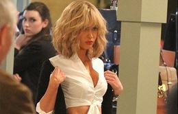 Megan Fox khoe thân hình gợi cảm trên phim trường