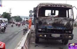 TP.HCM: Đang lưu thông, xe container bốc cháy dữ dội