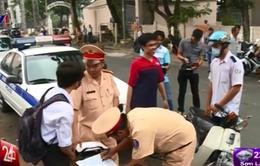 TP.HCM: Đồng loạt ra quân xử phạt học sinh không đội mũ bảo hiểm