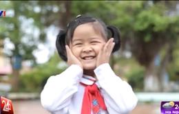 Cặp lá yêu thương số 1: Đường đến trường của cô bé mắc bệnh xương thủy tinh
