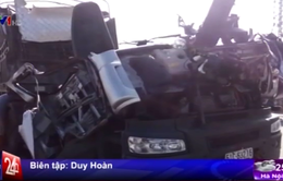 Xe cần cẩu đối đầu xe đầu kéo, 2 người thiệt mạng
