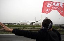 Xô xát giữa người biểu tình và ban lãnh đạo Air France