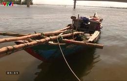 Chết máy, tàu cá của ngư dân Quảng Trị bị thả trôi trên biển