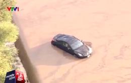 Mưa lớn gây lũ lụt và lở đất nghiêm trọng tại Mỹ