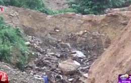 Mưa lớn gây sạt lở núi nghiêm trọng tại Đà Nẵng