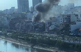 Cháy hàng chục căn nhà ở trung tâm TP.HCM