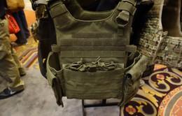 Bất ổn gia tăng, ngành kinh doanh áo chống đạn Mỹ hốt bạc