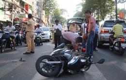 Tai nạn liên hoàn giữa 3 ô tô, giao thông kẹt cứng