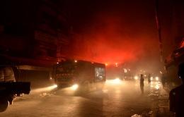 TP.HCM: Cháy lớn gần chợ Bình Tây, cả khu phố náo loạn