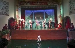 Khi các nghệ sĩ chèo... múa rối nước!