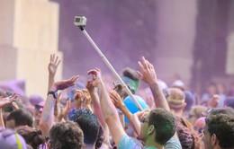 """Gậy """"tự sướng"""" liên tiếp bị cấm: Bước tiến công nghệ, bước lùi văn hóa"""