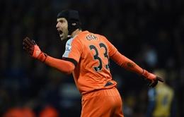 Giữ sạch lưới cho Arsenal, Petr Cech đi vào lịch sử Premier League