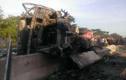 Tai nạn liên hoàn, 4 người thương vong, ô tô bốc cháy