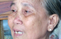 Nghẹn ngào cảnh mẹ già 72 tuổi một mình chăm chồng tai biến và 2 con tâm thần