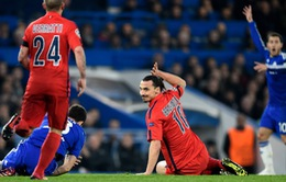 """PSG đi tiếp kỳ diệu, HLV Laurent Blanc """"cảm ơn"""" thẻ đỏ vô duyên của Ibrahimovic"""