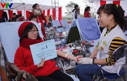 Thanh niên Thủ đô đội mưa hiến máu ngày Quốc tế Người tình nguyện