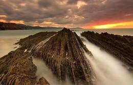 Kì lạ bãi đá sắc nhọn tuyệt đẹp chỉ có ở Tây Ban Nha