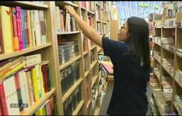 Sự thiếu vắng những tác phẩm văn học lớn trên giá sách