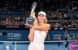 Federer thắng trận thứ 999, Sharapova vô địch tại Brisbane