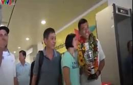 Nhà vô địch Wimbledon trẻ Lý Hoàng Nam gây sốt tại sân bay Tân Sơn Nhất